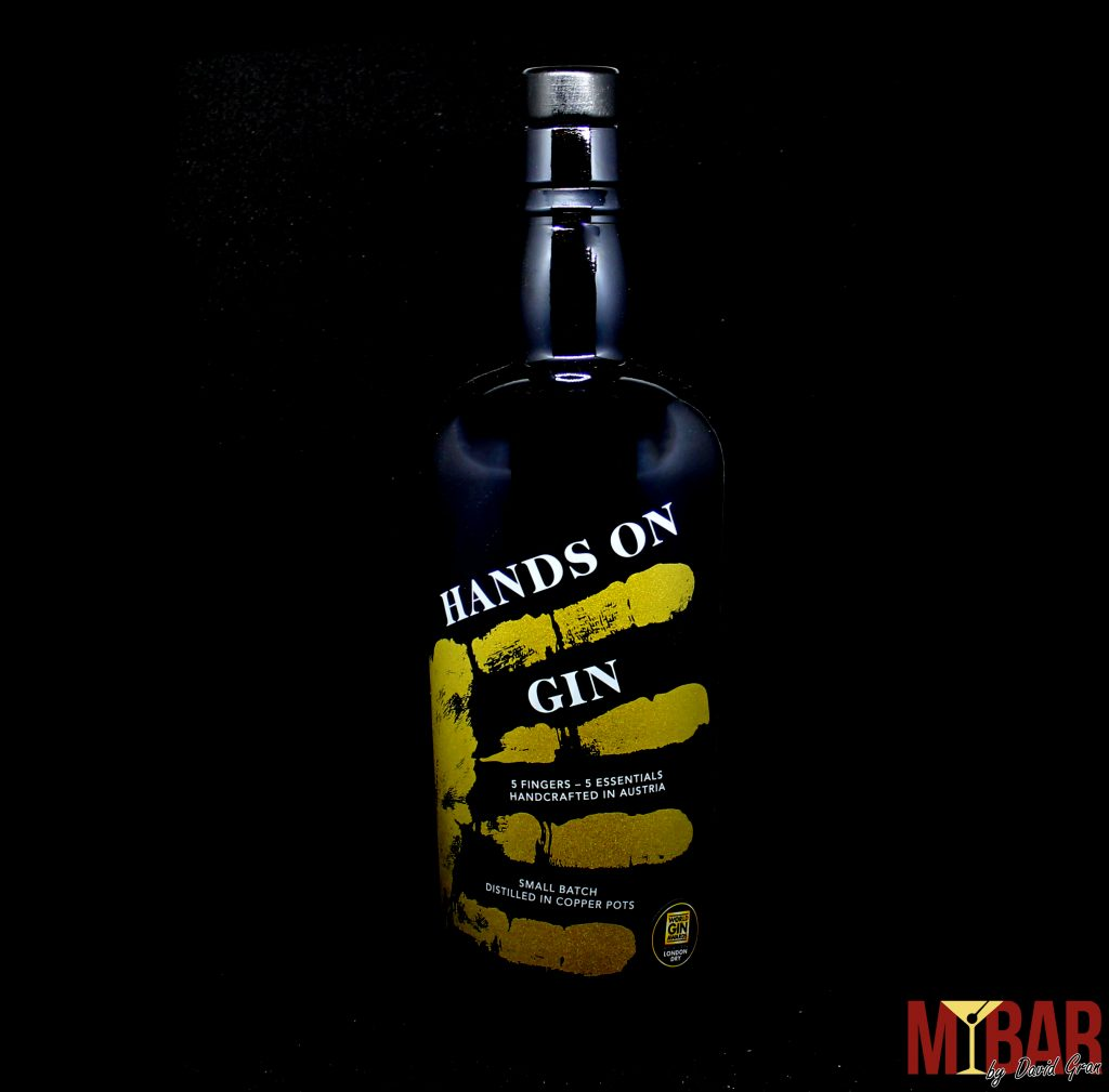 Hands on Gin
